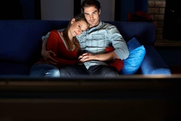 Tittar på en film