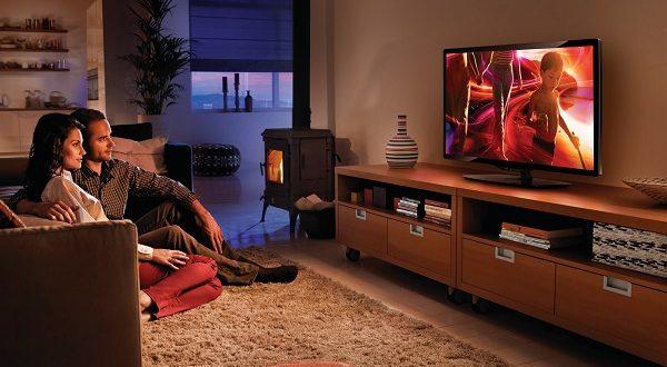 Смотрит ТВ