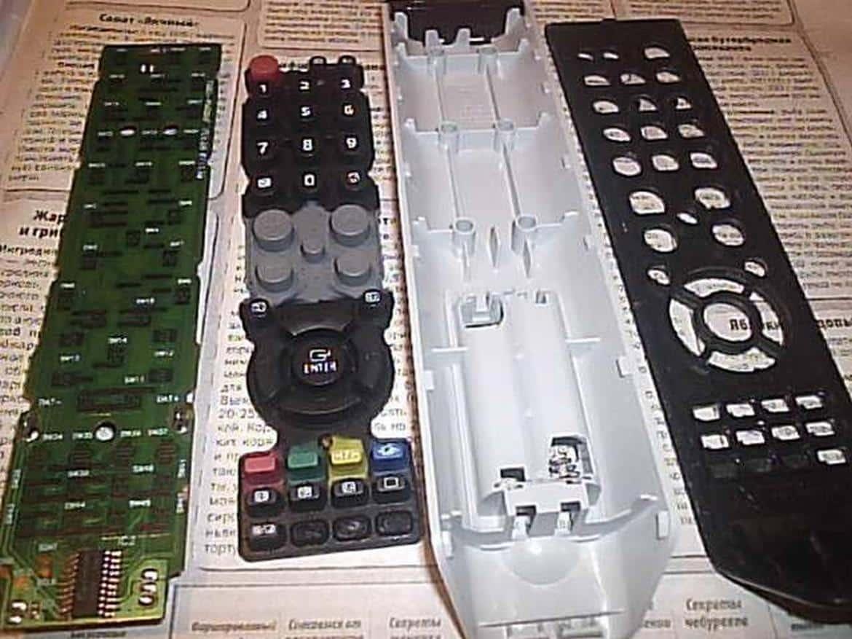 Jak znaleźć, zdemontować i skonfigurować pilota do telewizora Sony