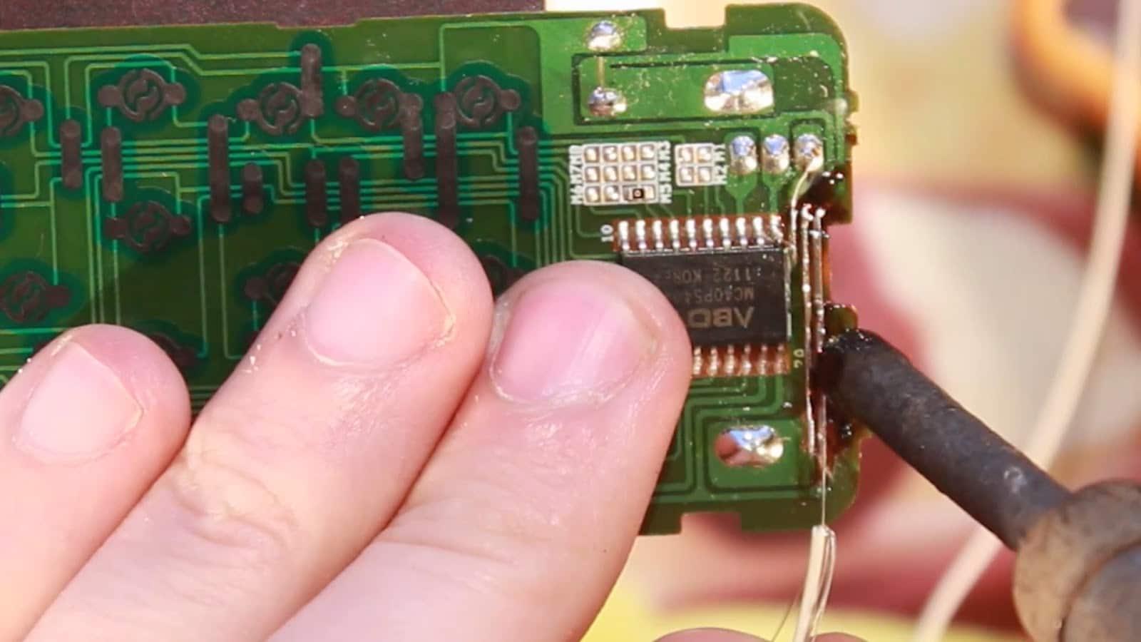Gjør-det-selv TV-fjernkontrollreparasjon: hvordan fikse kontakter, gjenopprette knapper