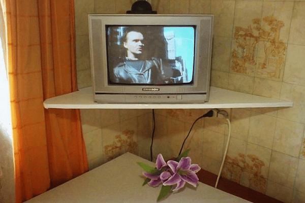 تلویزیون را روشن کنید